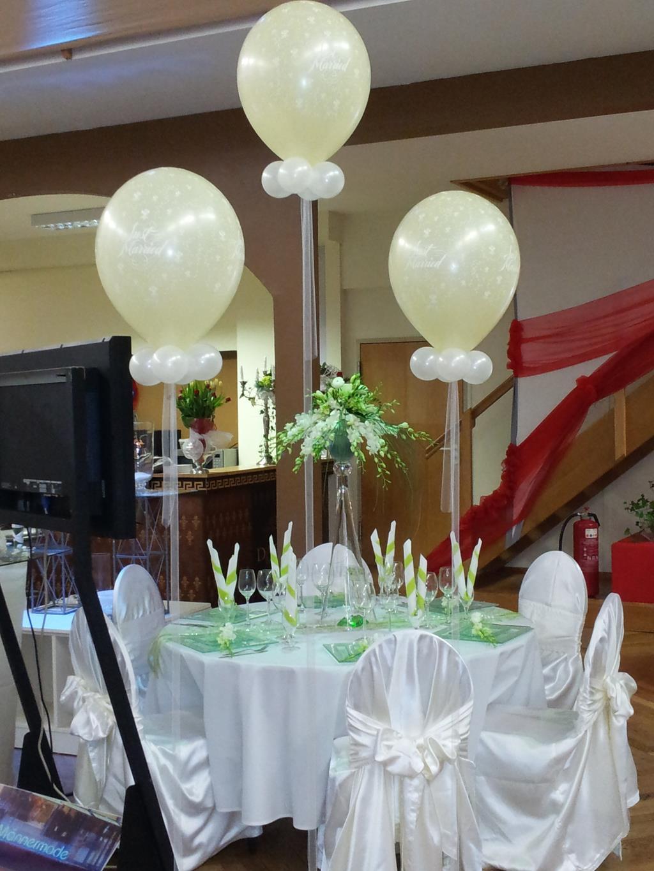 hochzeit mit ballons dekorieren ballongeschenk zur hochzeit schenken. Black Bedroom Furniture Sets. Home Design Ideas